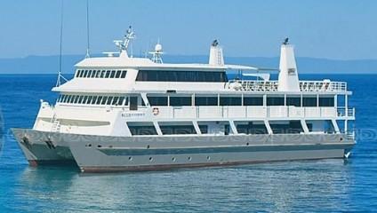 судно для дайв сафари и круиза по Большому барьерному рифу в Австралии