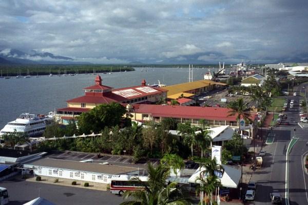 Кэрнс — город штата Квинсленд в Австралии