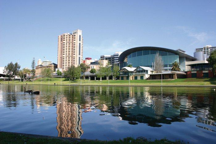 Аделаида является пятым по величине городом Австралии и столицей штате Южная Австралия